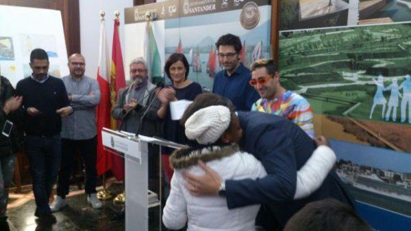 Kouamine, de Cantabria Acoge, gana el concurso 'Ilumínate con un faro!